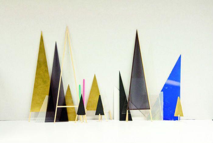 Three Layered Mirror Visualizes Distorted Self-Perception