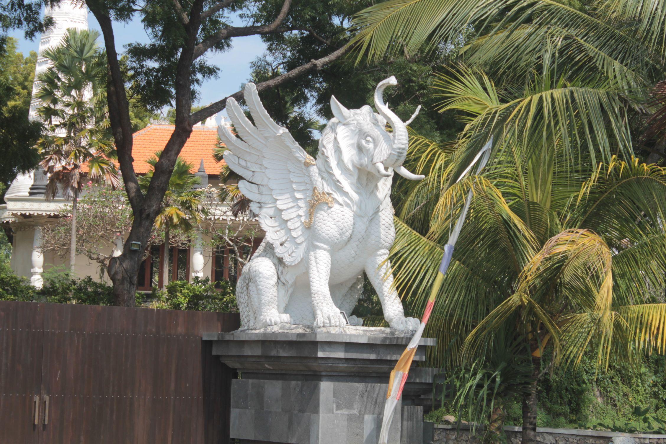 Estatuas hinduistas ya en Gilimanuk, Bali