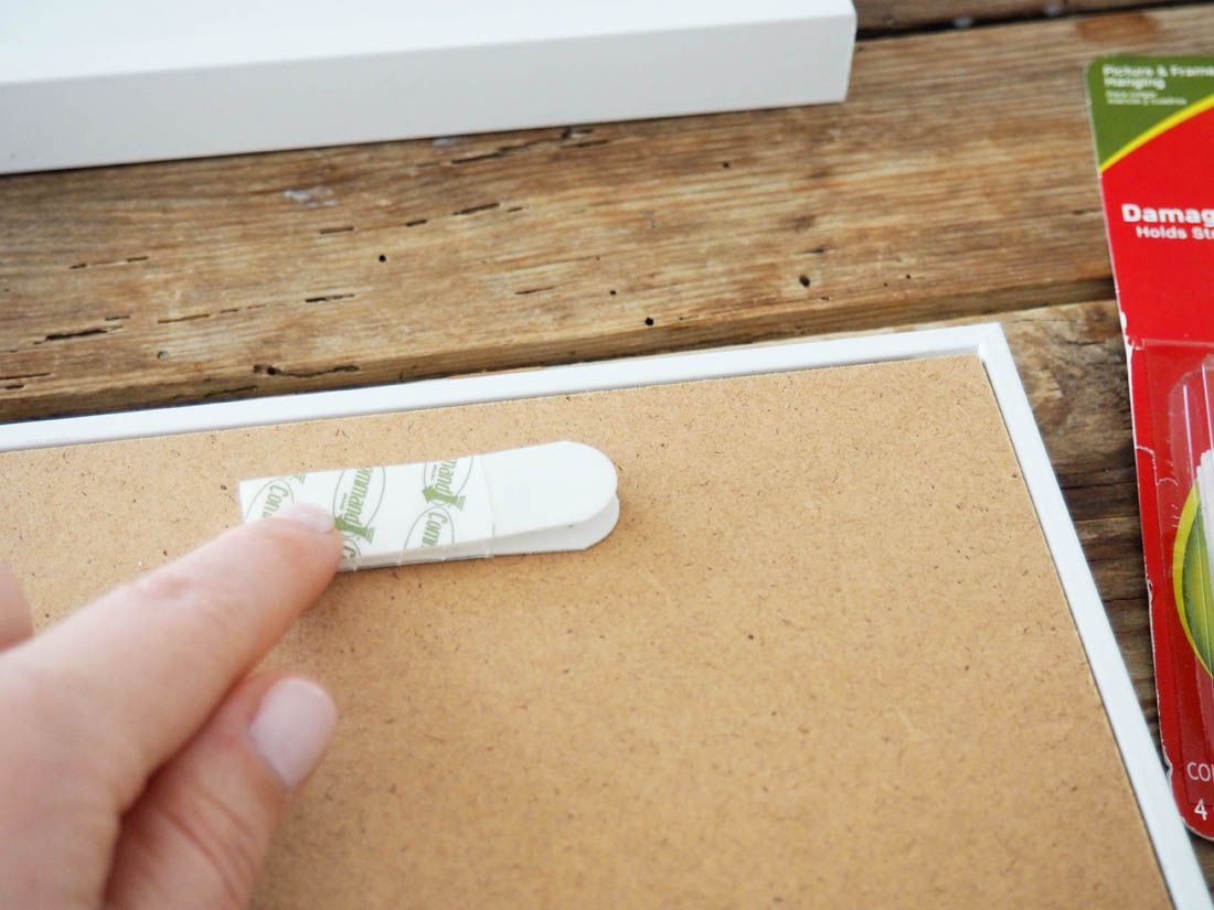 Easy ways to hang wall art using command strips to hang