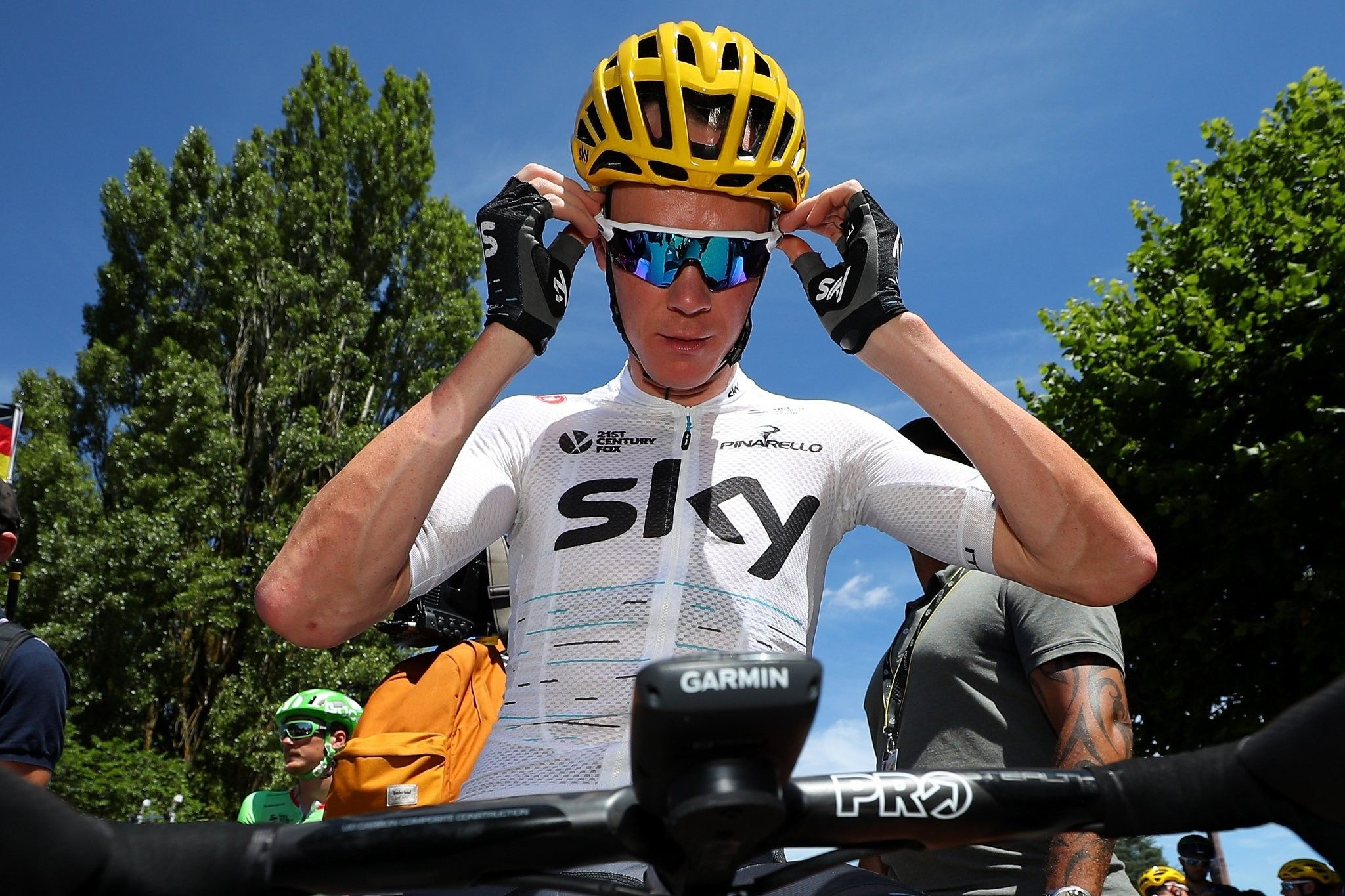 After Another Gruelling Stage Of Tdf2017 Chris Froome Remains 6 Seconds Behind Fabio Aru In The General Classification Chris Froome Bike Racers Chris