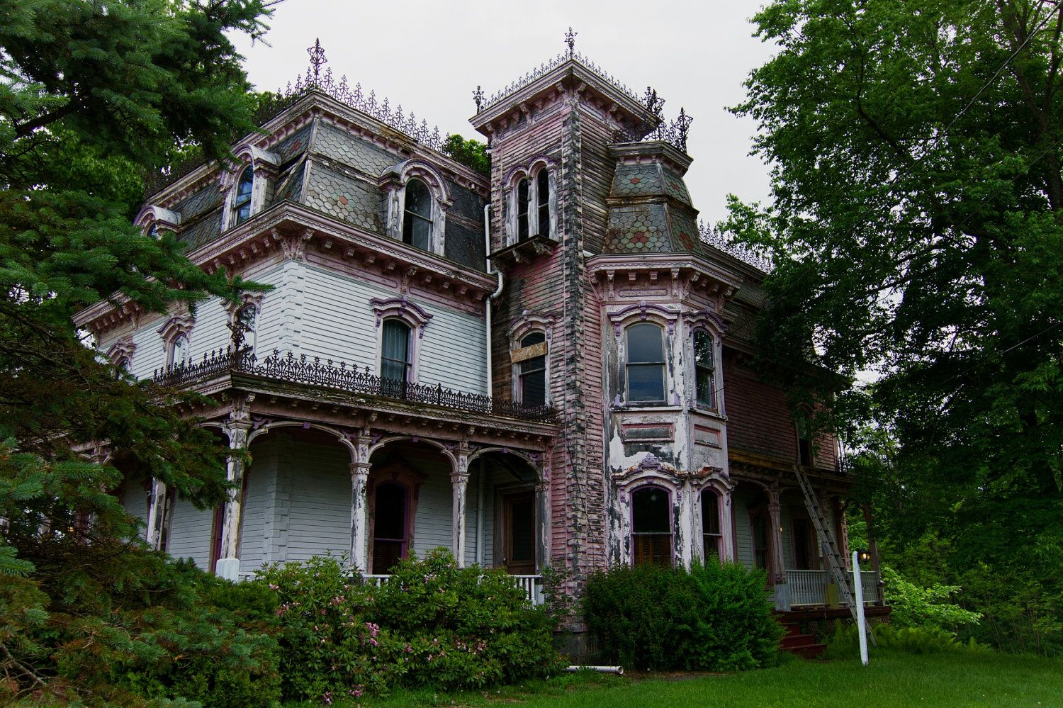 Cheap abandoned homes for sale abandoned victorian house for Cheap new home builders