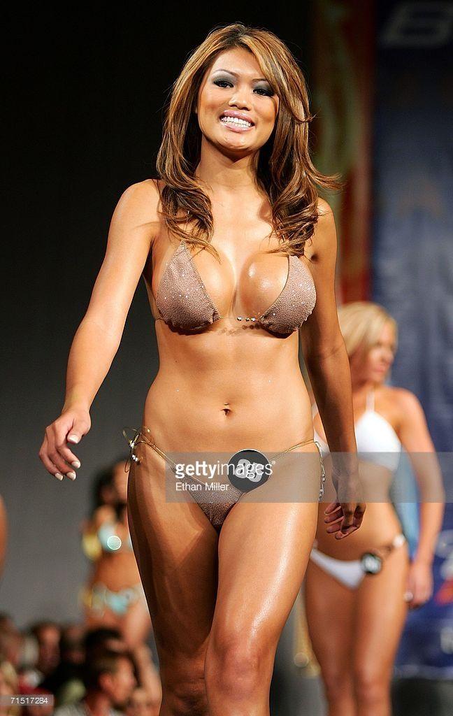 2006 hooters bikini contest los angeles