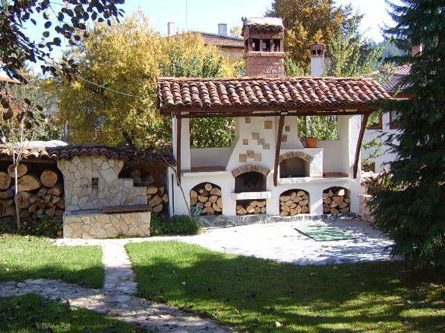 Camino da esterno in muratura con barbecue wood oven for Piani camino esterno