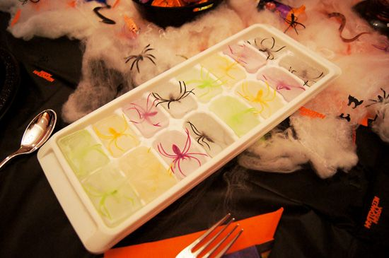 Spooky Halloween Spider Ice Cubes! || The Joy of Fashion Blog #Halloween Food #DIY