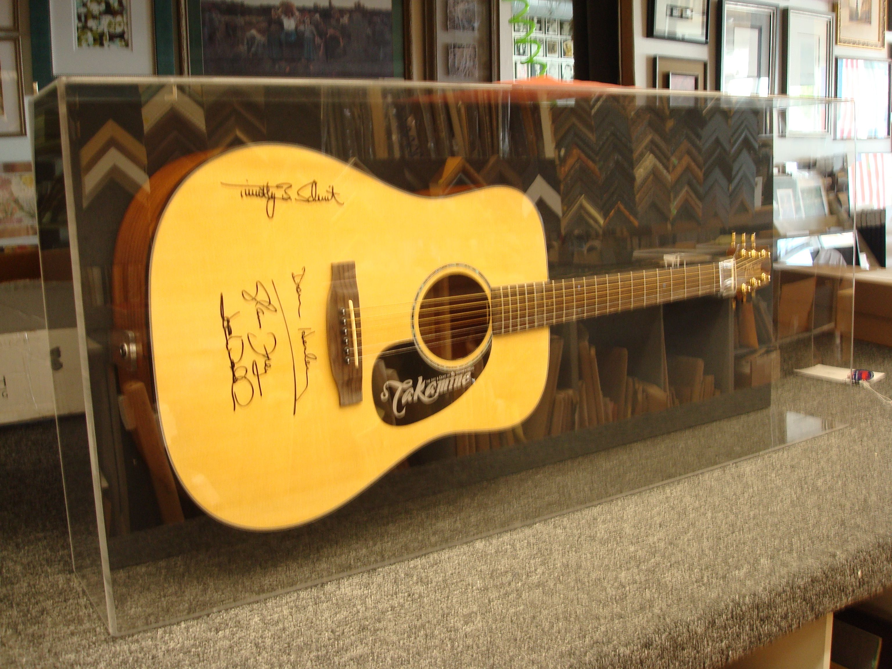 Exelent Acoustic Guitar Wall Decorations Photos - The Wall Art ...