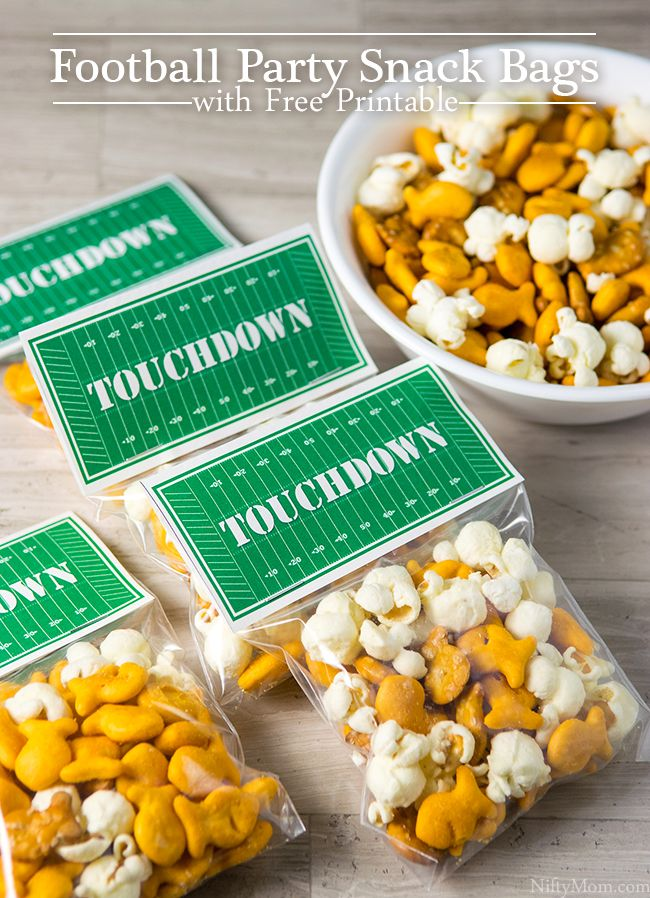 Football Party Snack Bags with Free Printable #footballpartyfood