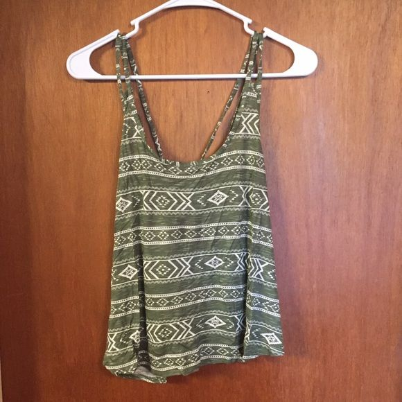 Green Forever 21 Tank Green cropped tank top from Forever 21. Never worn, still has the tags on. Size large. Forever 21 Tops Tank Tops