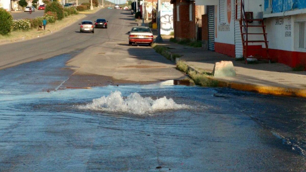 Fuga de agua en Villa Juárez causó alerta ciudadana | El Puntero