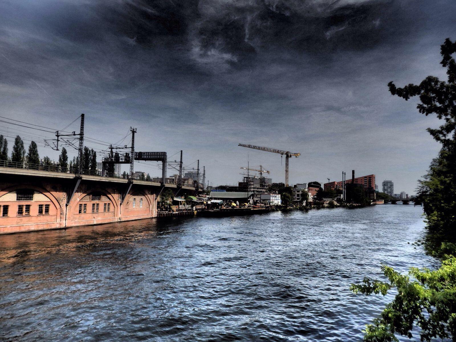 Die Spree In Berlin Berlin Canal Spree