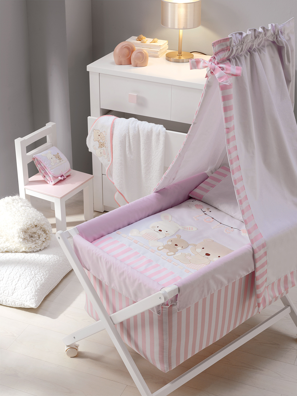 682e6a90eb26 Habitaciones y dormitorios Love en color rosa para bebés de Mindoo. En la  imagen: