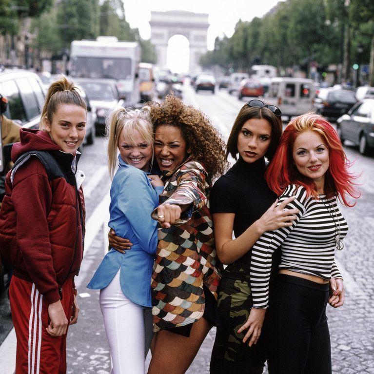 Kleidung typische 90er jahre Mode der