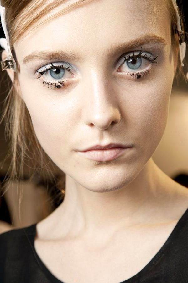 6 New (And Totally Wearable) Ways To Wear Your Eyeliner | Runway ...