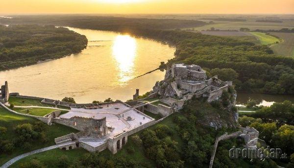 Dovolenka na Slovensku: Toto je našich 10 najkrajších hradov | Dromedár.sk