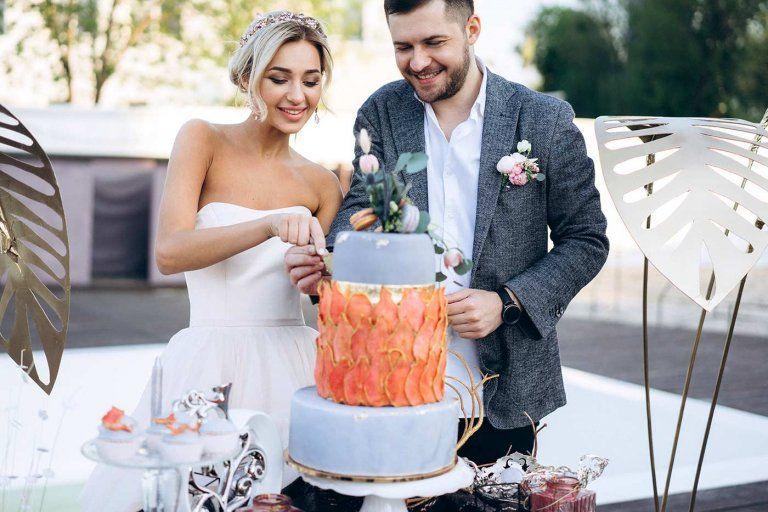 Hochzeitstorte Anschneiden Fruhjahrshochzeit Pinterest