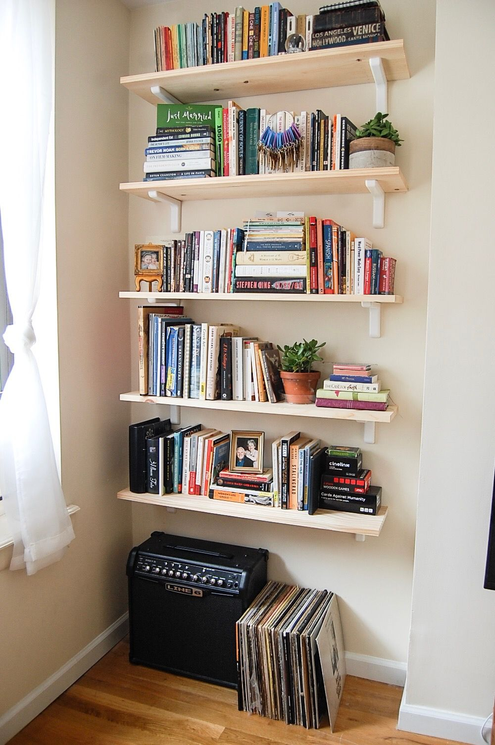 Simple Bookshelves to Liven Your Living Room