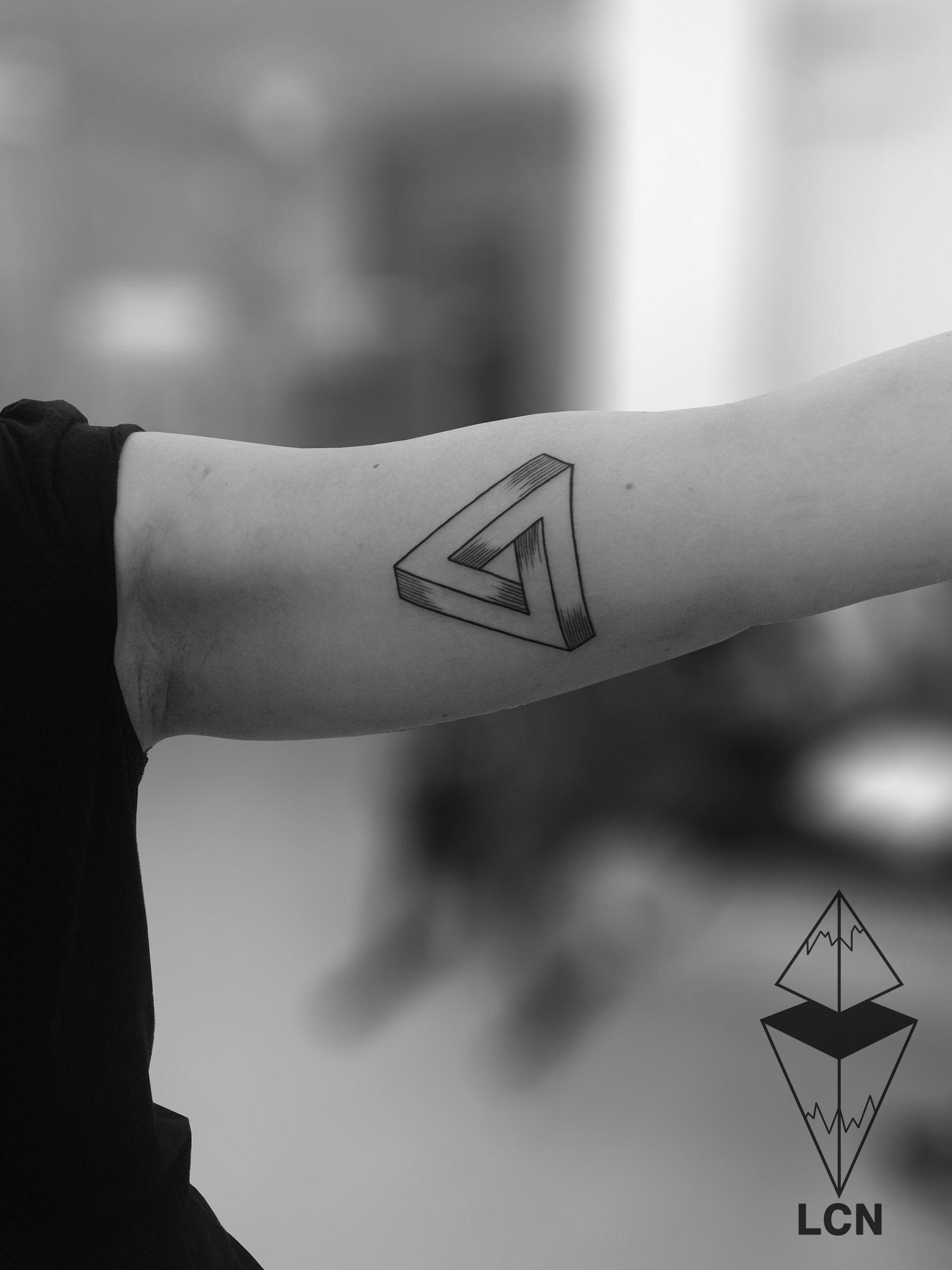 0dbfccefd Triangle Penrose... Tattoo réalisé pendant mon guest chez Tribal Act.  #geometrytattoos