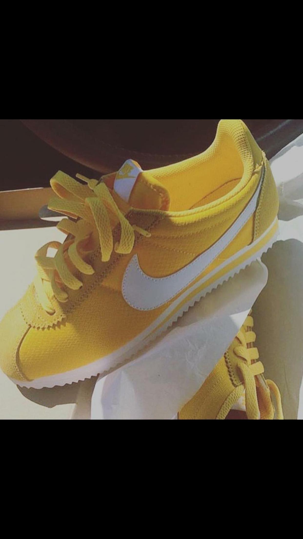 8570cfe4 I love that color Nike Amarillas, Comprar Zapatos, Zapatos Swag, Zapatillas  Hombre,