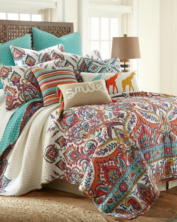 Floral Paisley Luxury Quilt Quilt sets bedding, Paisley