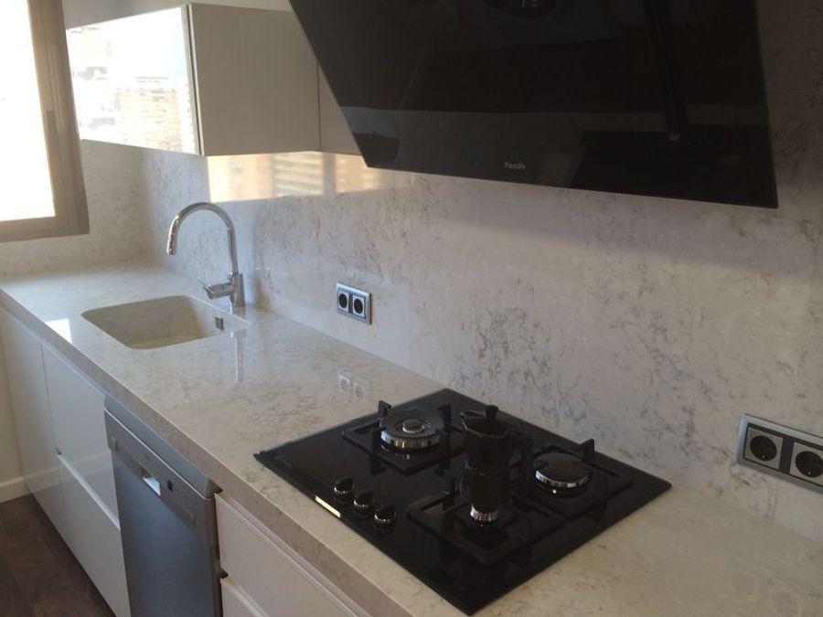 encimera de cocina en silestone pulsar marmoles monserrat