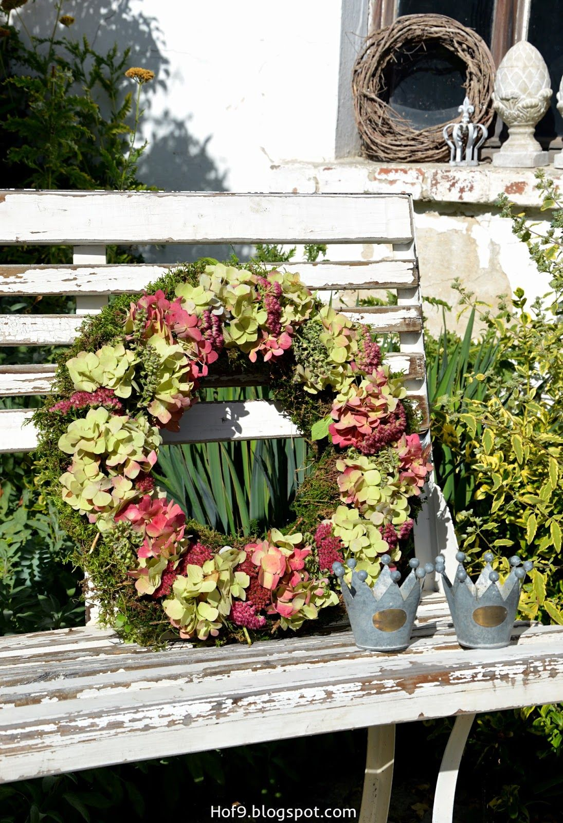kranz mit hortensien binden hortensienkranz dekoration mit hortensien blog. Black Bedroom Furniture Sets. Home Design Ideas