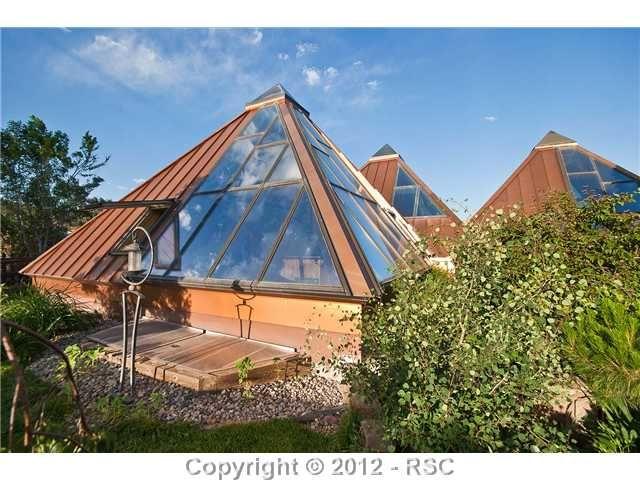 Pyramid House In Manitou Springs, Colorado · Container HäuserEarthshipErstaunliche  HäuserHaus InnenräumeKleine ...