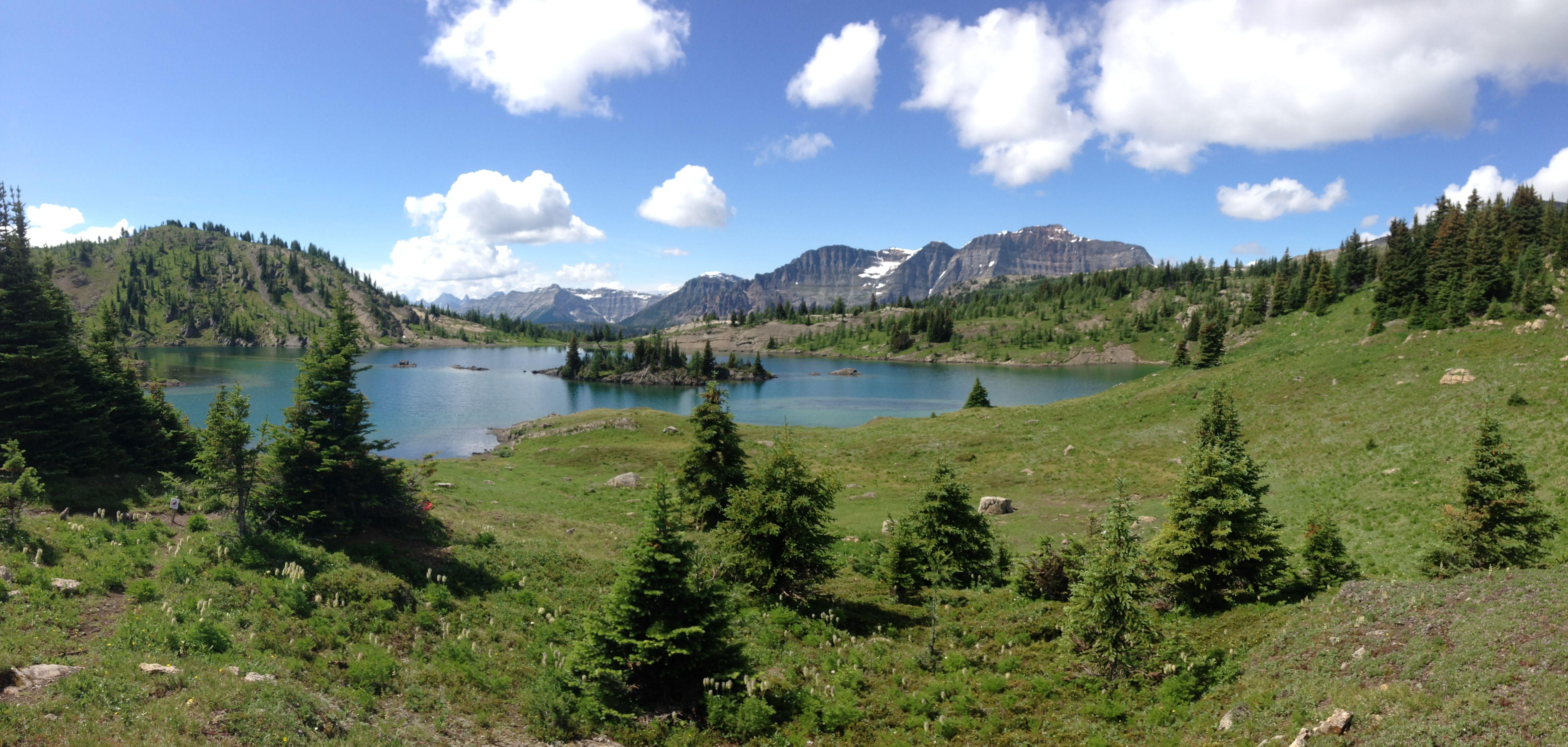 [OC] Rock Isle Lake Sunshine Meadows. Banff Alberta. [5232x2492]