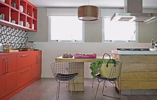 Spotted on Instagram - A #cozinha era muito longa e estreita por isso a arquiteta... #interiordesignshoppingguide #interiordesign #decor #robbandco