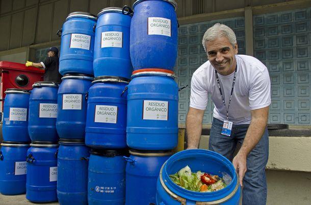 Os resíduos orgânicos são recuperados pela empresa de compostagem Vide Verde, de Resende, RJ, que ofereceu, diariamente, 250 bombonas de 60 litros para coletar as sobras de comida que serão transformadas em húmus. Pavilhão 3, Riocentro