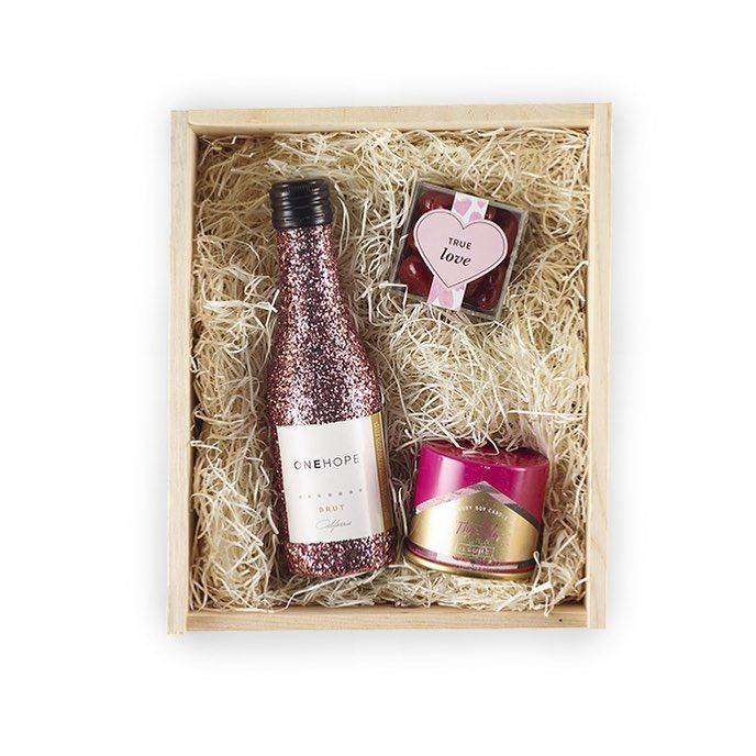 Valentines Day Exclusive! #valentinesday #giftbox #champagne #love #perfect