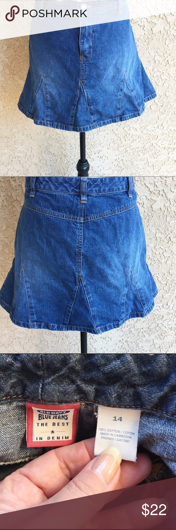 "Old Navy Mini Skirt Blue Jean Denim Flared BOHO 14 Cute denim skirt, front zip, button. Has insets to give it a flared look. Throw on a cute tee and sandals and you are ready to go ❤️❤️ Approx measurements laying flat are.....  ▪️Length- 15"" ▪️Waist-18"" 🍃🍃🍃🍃🍃🍃🍃🍃🍃🍃🍃🍃 ▪️ Fabric-100% cotton ▪️ Condition-Excellent pre-owned condition, no holes or stains ▪️ boho, festival, beach, cruise  ❤️ Offers welcome ❤️ Old Navy Skirts Mini"
