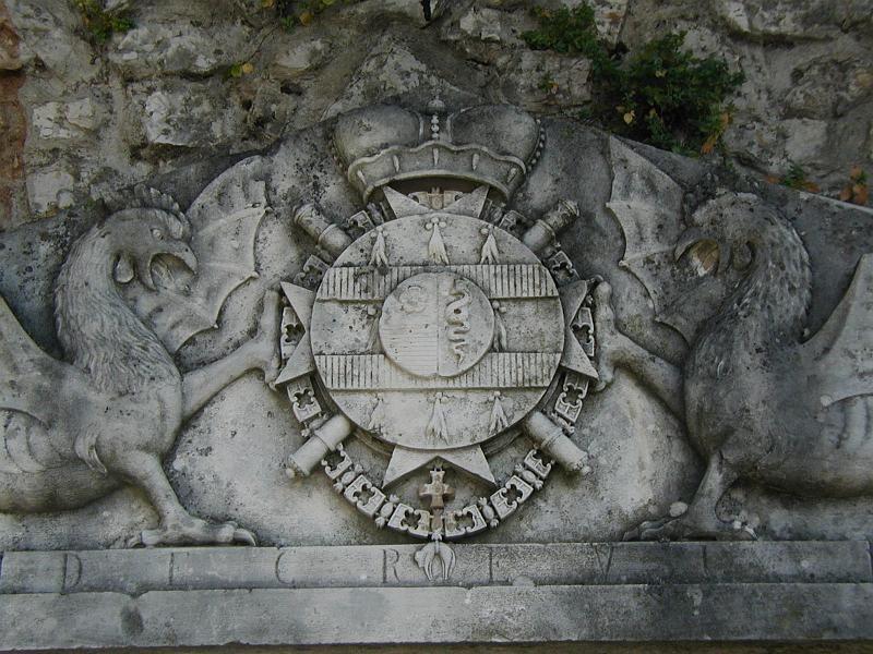 2. La famiglia di Sforza ha governato la citta di Milano dopo la famiglia di Visconti. Fillamente, la citta ha otteneto pace per molti l'anni. anche, la citta ha sviluppata nel scienza, arte, e  letteratura.