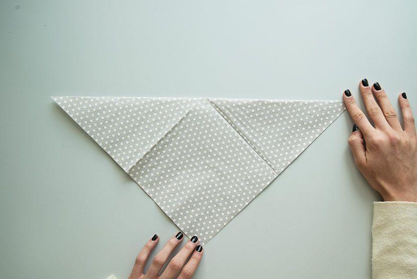 Servietten falten »15 Anleitungen und Videos #Napkin FoldingSimply ROOMBEEZ ... #serviettenfalteneinfach
