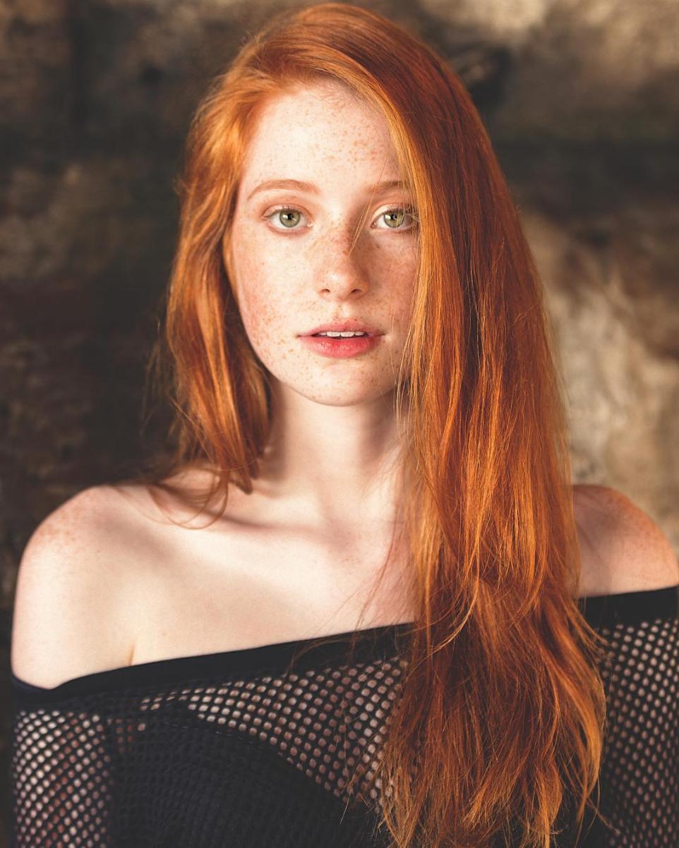 Babe natural redhead