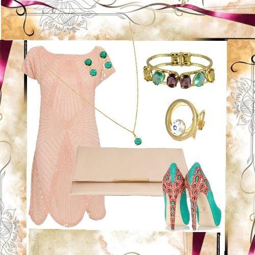 Vestido Rosa + sapato verde + carteira de mão nude + brincos e corrente com cristal verde + bracelete dourado com cristais