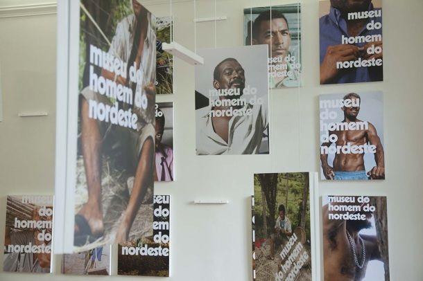 Estructuras de colgado / Jonathas de Andrade - posters for the museu