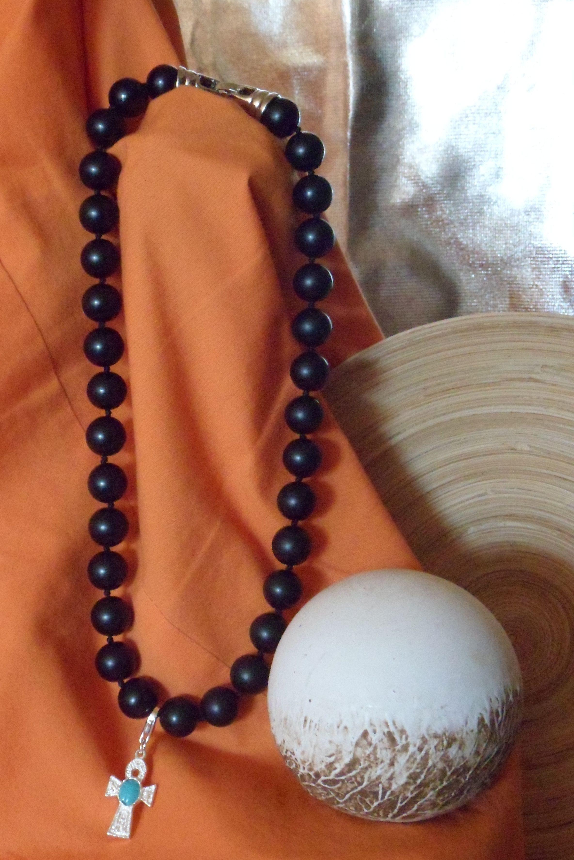 70600e6d1474 Collar de Onix Negro y Cruz Egipcia. Dos grandes amuletos para la  humanidad. El