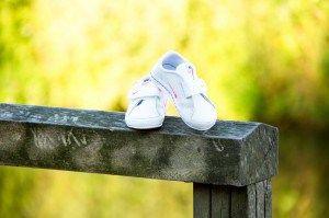 Photoshoot. Pregnancy. Outdoor. Nature. Shoes. Baby. Fotoshoot. Schoentjes. Baby. ©YorindePicture
