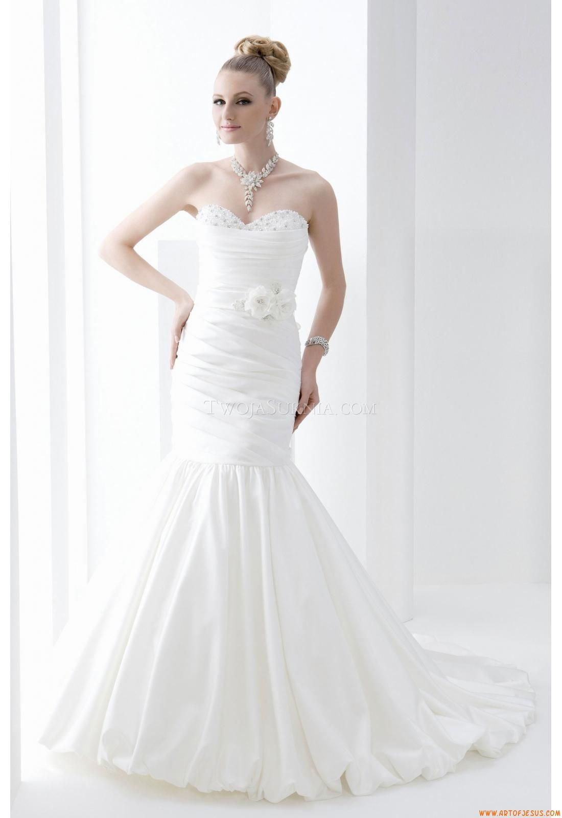 Sweetheart ball gown wedding dress  Elegant Sweetheart Ball Gown Wedding Dress CHina Venus PA Pallas