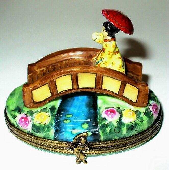 LIMOGES BOX~ ROCHARD ~ ASIAN LADY ON A BRIDGE ~FLOWERS & DRAGONFLY~ PEINT MAIN picclick.com