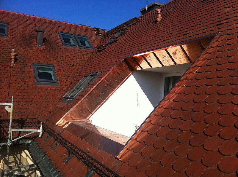 Nahaufnahme Loggia In Biberschwanz Dach Mit Verkleidung In Kupfer