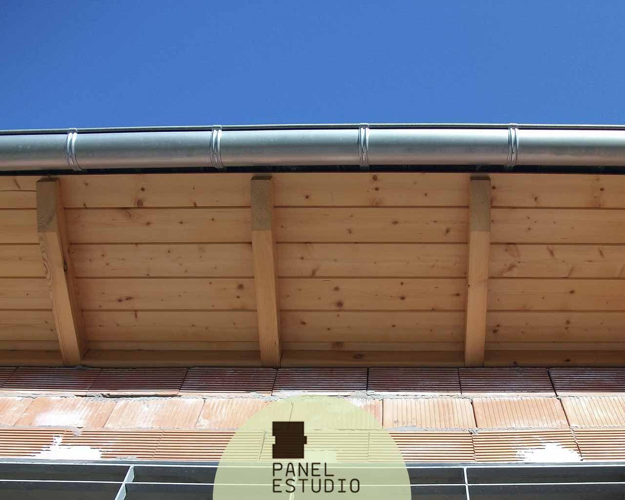 Alero de panel sandwich de abeto barnizado panel for Sandwich para tejados de madera