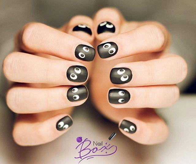 Mattapintainen geelilakkaus silmäkoristelulla 👀 ☎️ Vapaita aikoja voi tiedustella WhatsAppissa: +358 445 171173. Tervetuloa!  #kynnet #geelilakkaus #helsinki