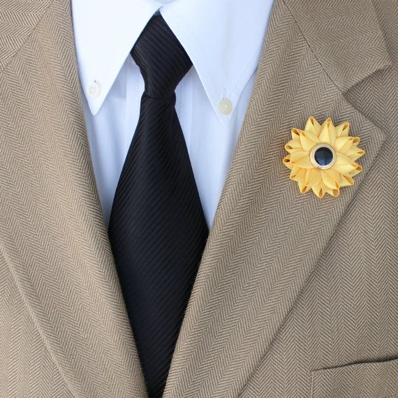 Wedding boutonnieres for men. http://buff.ly/2e1QKHz #etsy #weddings #2017wedding #mensgifts #style #men #gifts