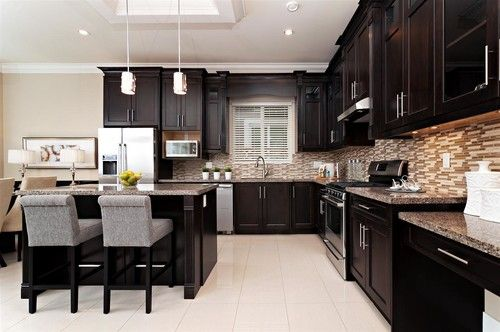 Love the dark expresso cabinets with the light tile floor for Dark kitchen cabinets with light floors
