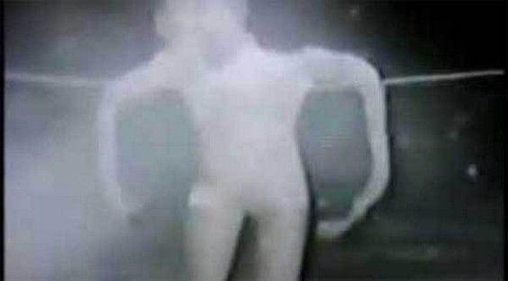 """""""Alien Extraterrestre découvert sur le Dark Web"""""""