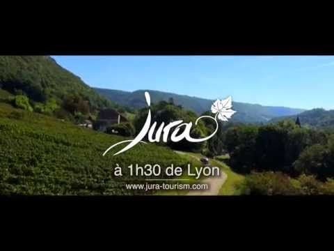 De belles images de paysages du Vignoble du Jura, un scénario original,  une douce voix féminine et un son de haute qualité avec des bruitages « nature » sauront séduire les spectateurs... ▶ Pub Vignoble du Jura 2014 - YouTube | #JuraTourisme #Jura