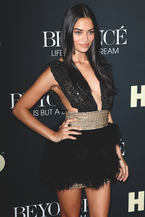 cba3f9824a7 Black and gold dress | Fashionista in 2019 | Fashion, Shanina shaik ...