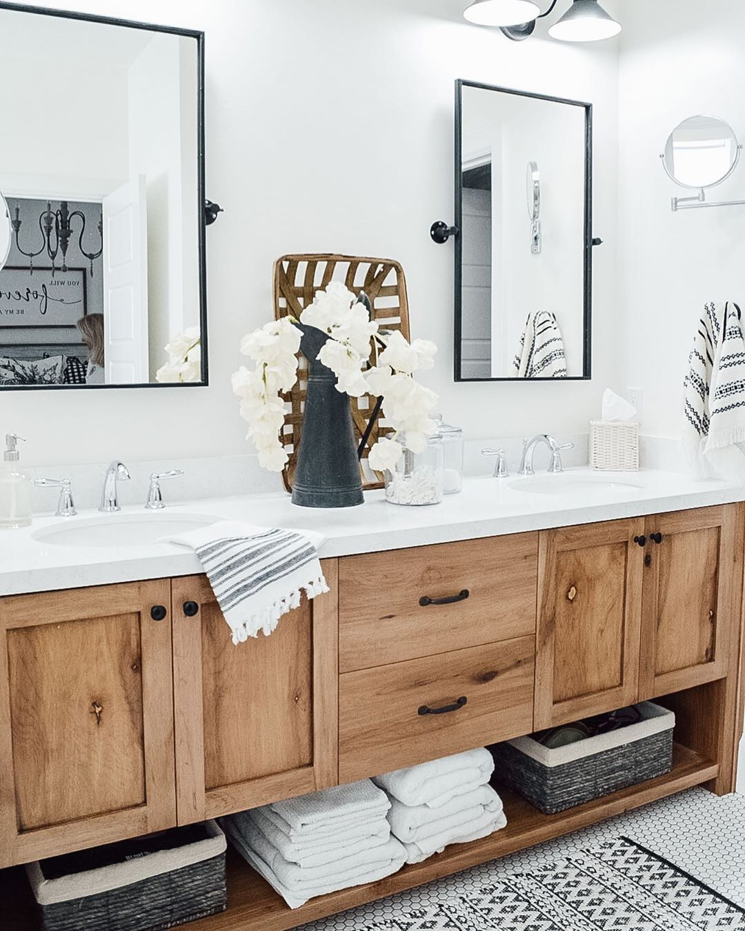Tennille On Instagram Don T Look To Closely Someone Snuck Into My Photo Photobo Bathroom Remodel Master Master Bathroom Decor Master Bathroom Design