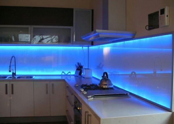 Küchenspiegel Gestalten ~ Blau beleuchtetes küchenspiegel aus glas interessante