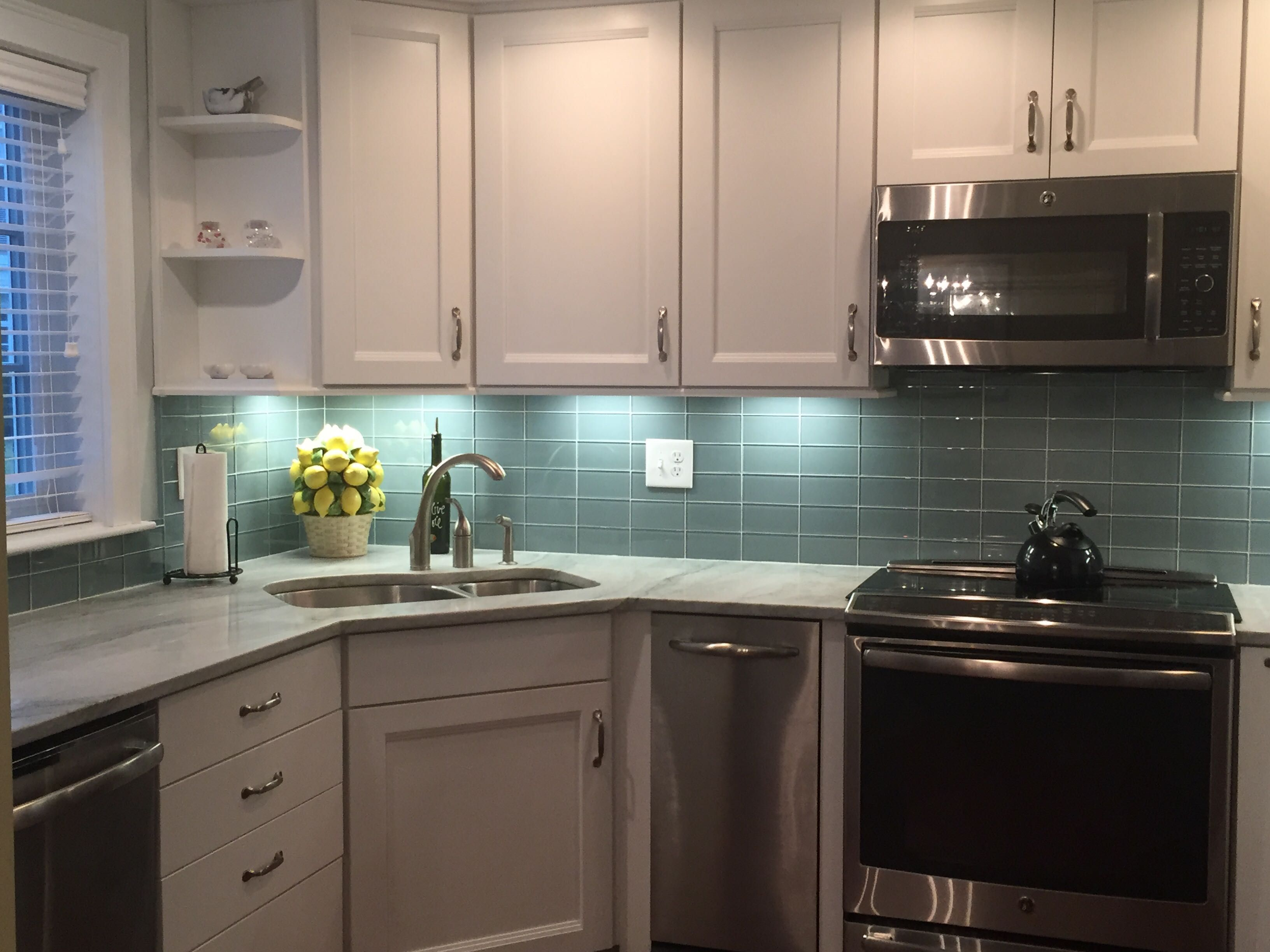 Amazing kitchen backsplash using Ocean Glass Subway Tile. https ...